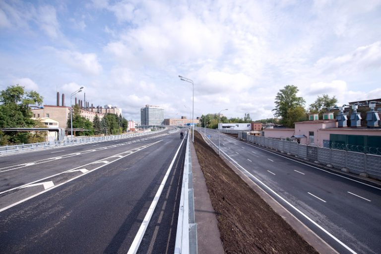 Территорию бывшей промзоны ЗИЛ и проспект Андропова соединил новый путепровод