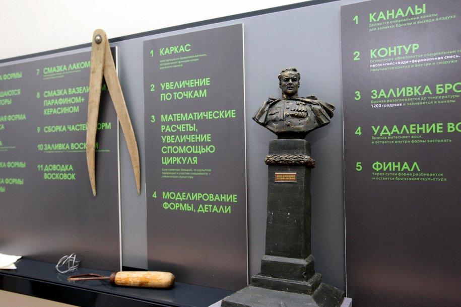 Экспонаты выставки Музеон пластика места в музее парка имени Горького