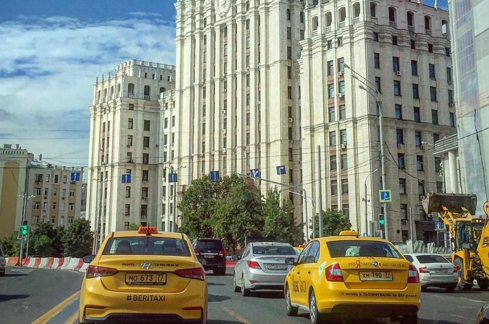 Московские чиновники будут ездить на такси