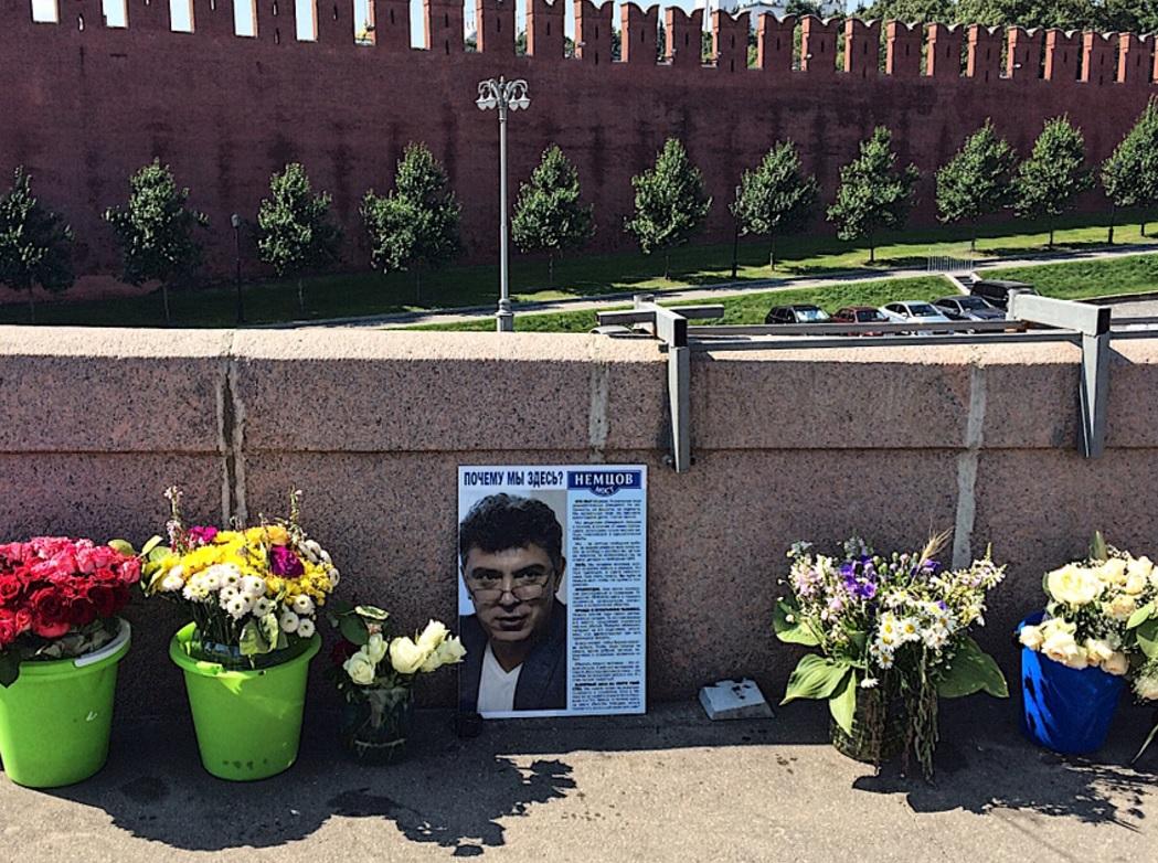 На Малой Ордынке исчезла табличка Немцова