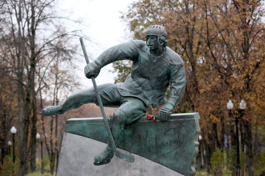 В Лужниках открыт памятник Валерию Харламову