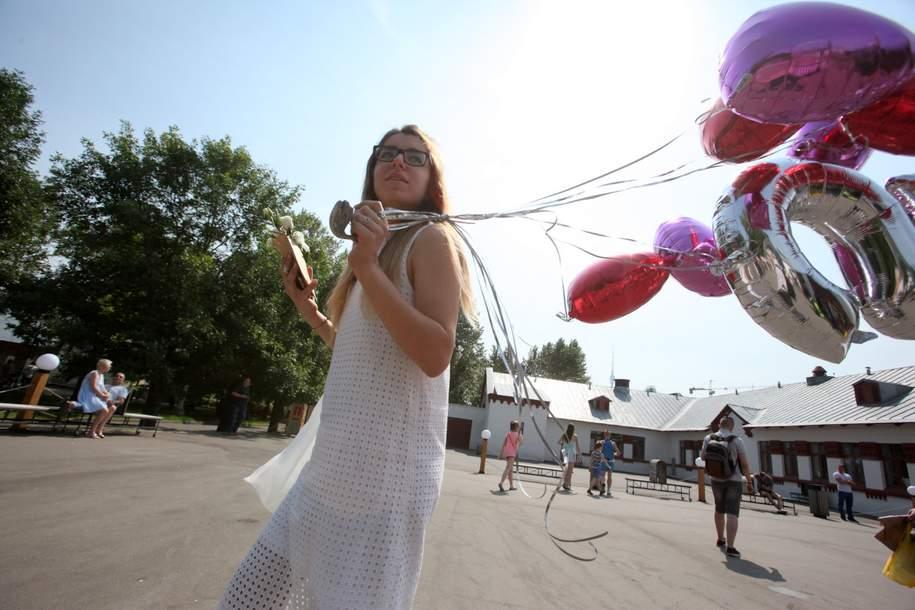Вдень открытия Всемирного фестиваля молодежи над Москвой разгонят облака