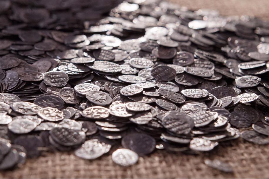 Клад из медных и серебряных монет нашли в центре Москвы