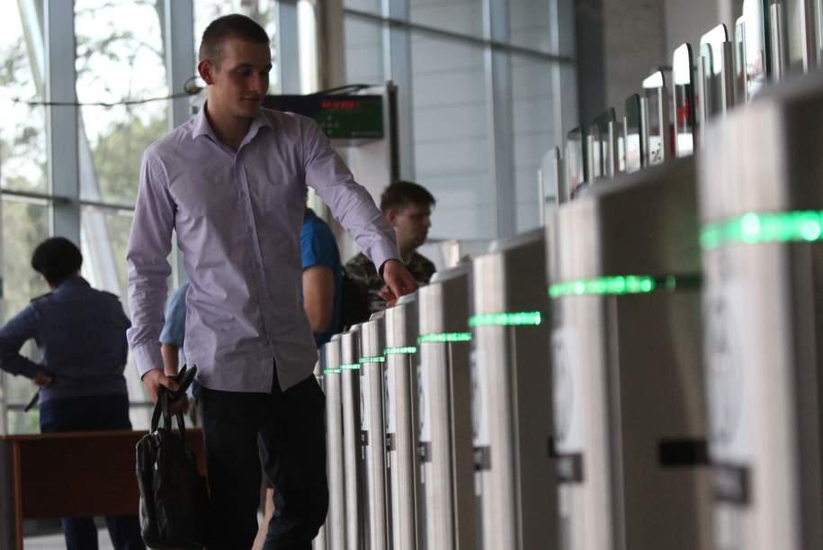 Новые турникеты установили на 12 станциях столичного метро