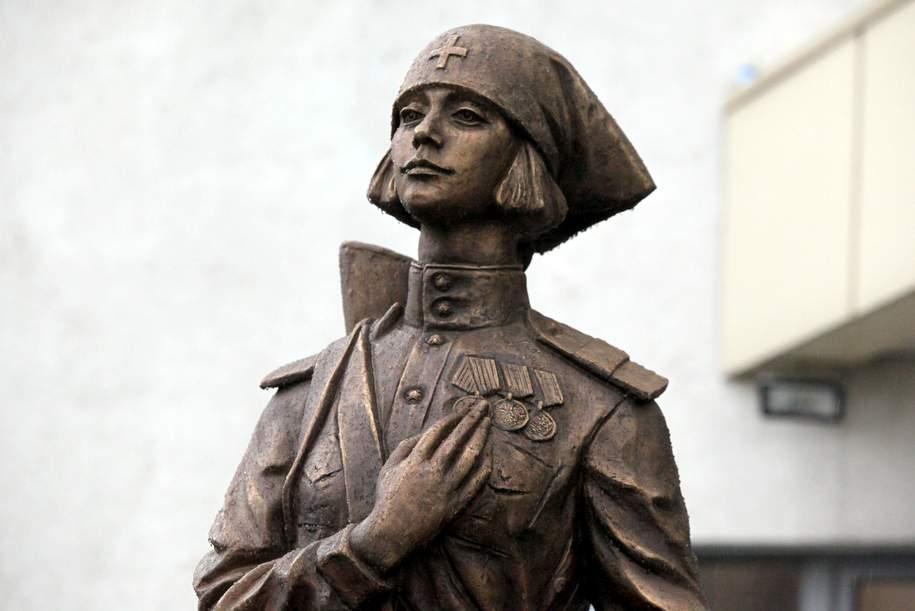 Скульптуру фронтовой медсестры открыли в Печатниках