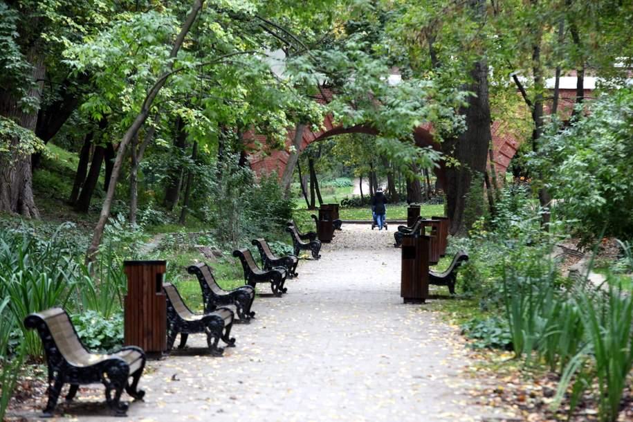 Работы по комплексному благоустройству проведут в парках Некрасовки