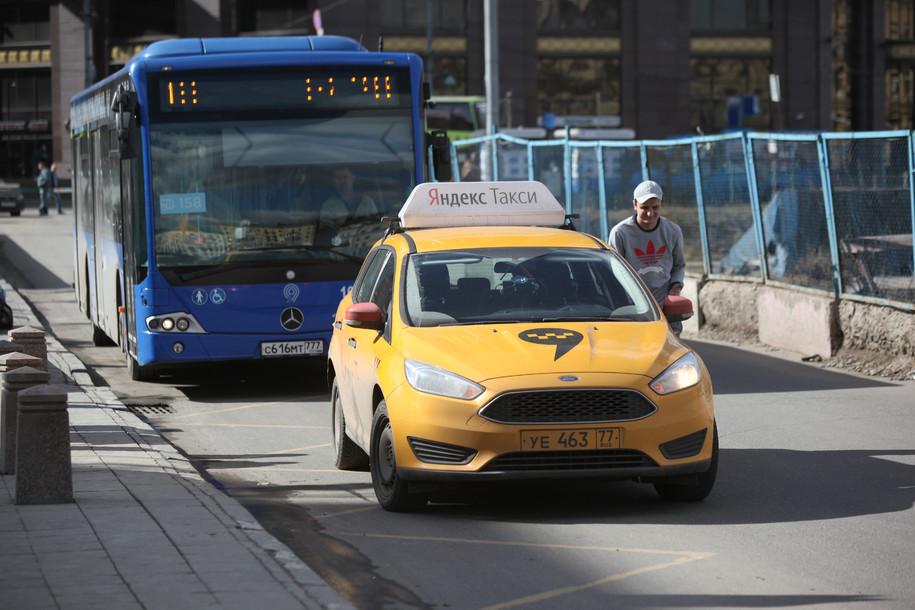 В Москве пассажиры такси ограбили водителя