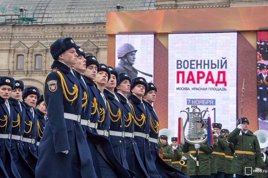 На Красной площади прошел марш в честь парада 7 ноября