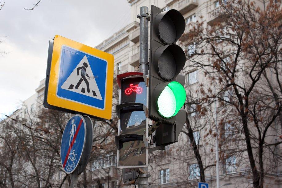Уменьшенные дорожные знаки установят еще на шести улицах