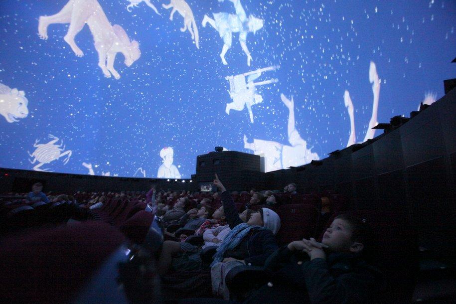 В воскресенье москвичи смогут наблюдать в небе суперлуние