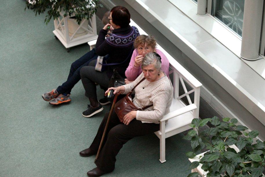 В Отрадном у пенсионерки отобрали сумку с продуктами