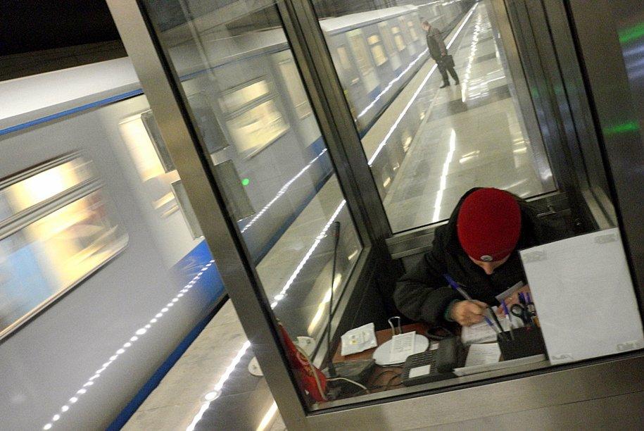 Настанции метро «Филевский парк» проверяют подозрительный пакет