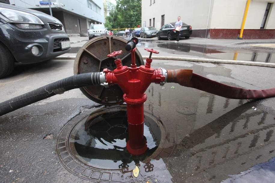 В центре столицы ликвидировали прорыв трубы