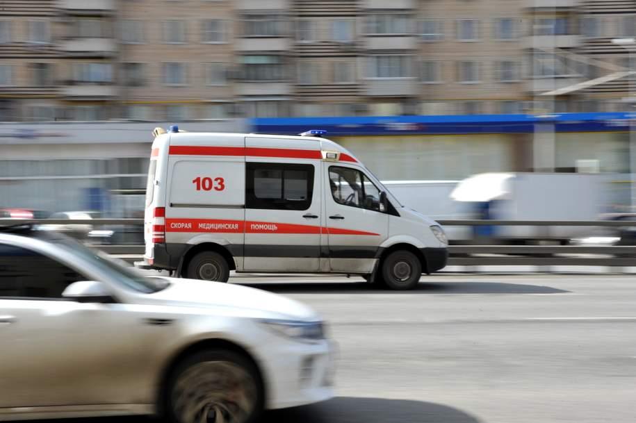 В Москве школьный микроавтобус столкнулся со скорой помощью
