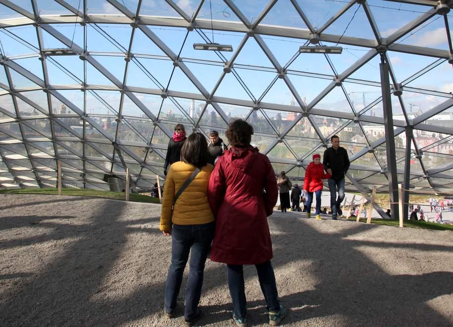«Парящий мост» в парке «Зарядье» открыли для посетителей