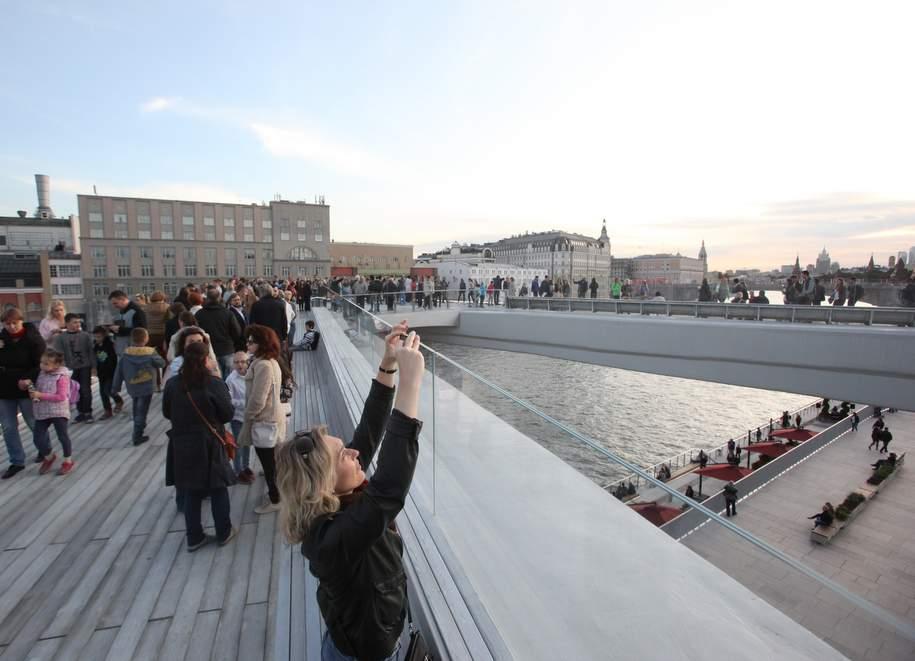 «Парящий мост» впарке «Зарядье» вновь открыли для гостей