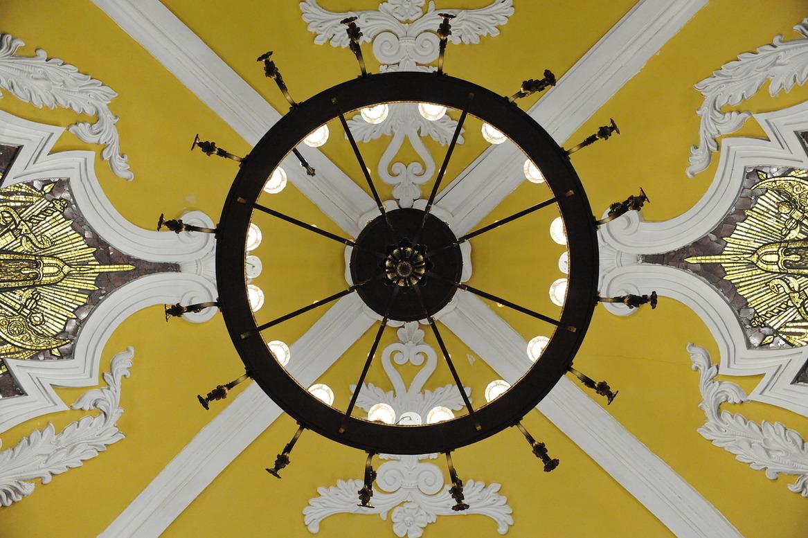 На станции метро «Комсомольская» началась реставрация купола