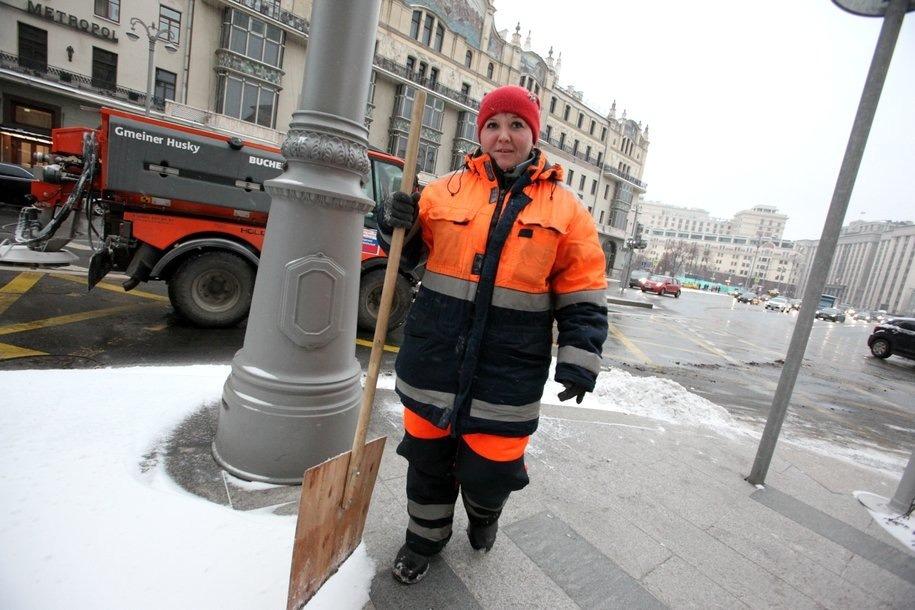 Высота сугробов в Москве достигла 11 санитиметров