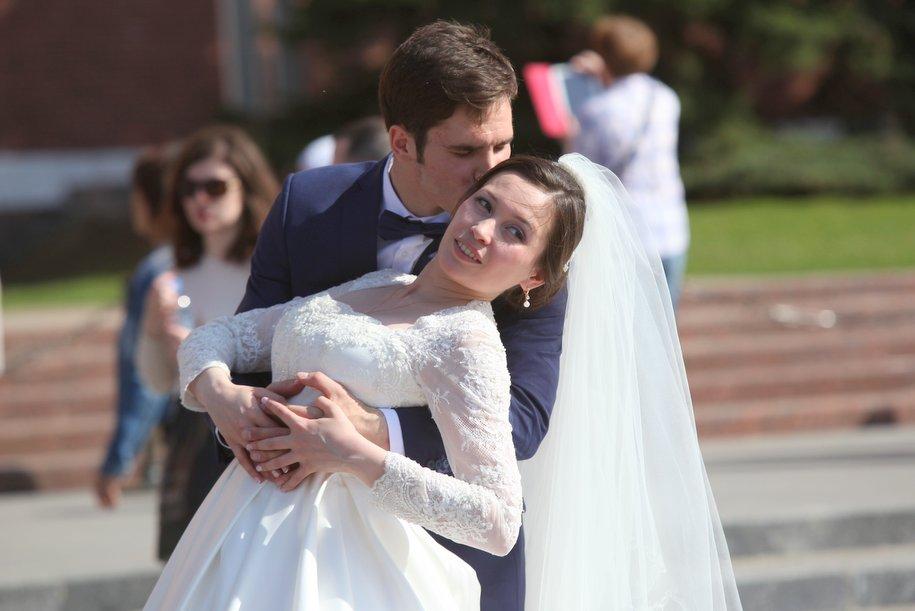 Около 1,5 тыс. столичных пар заключили брак на Красную горку