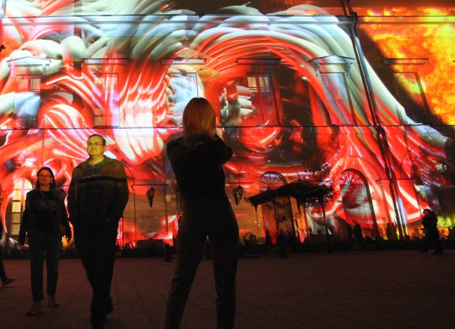 Световое шоу оновогодних праздниках покажут наМанежной площади