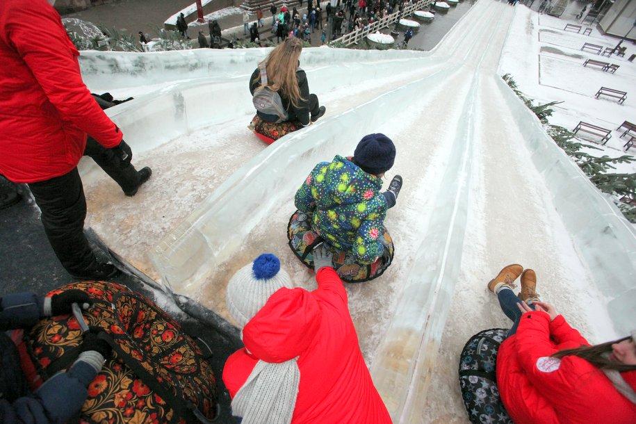 В Новый год будет работать ледяная горка на площади Революции