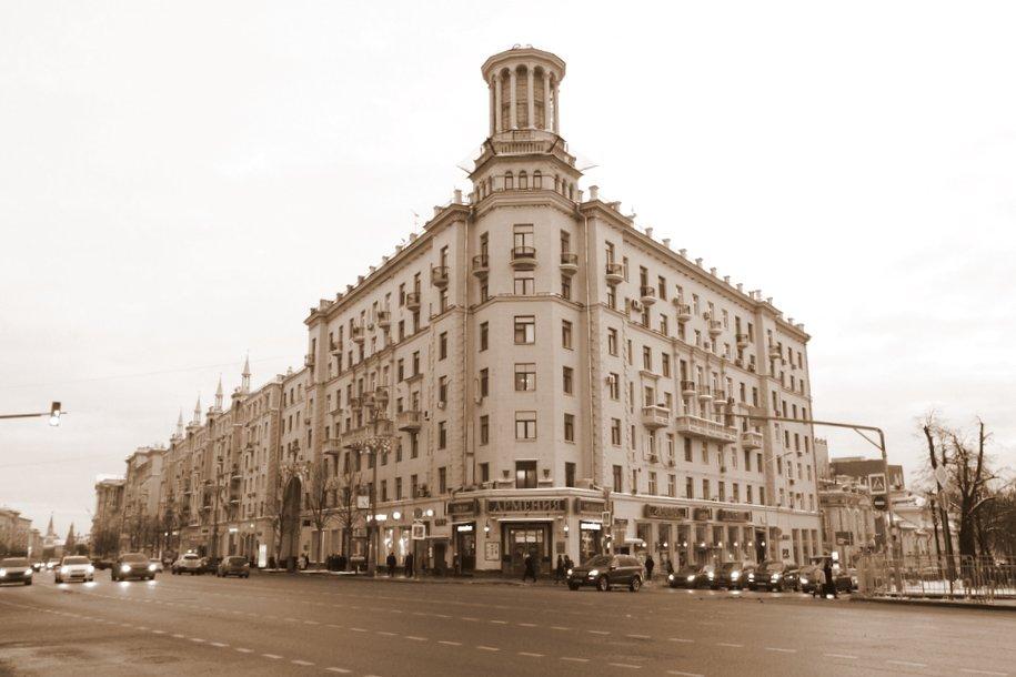 Сергей Кузнецов поддержал идею вернуть скульптуру балерины на «Дом под юбкой»
