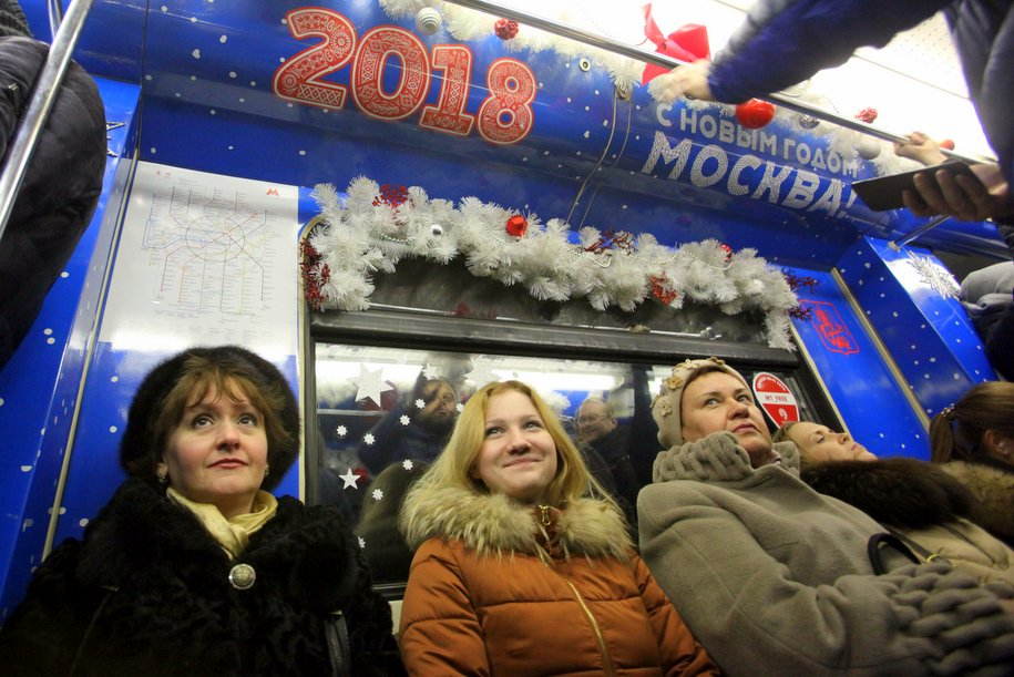Пассажирам МЦК и метро вручили 127 тыс. новогодних подарков