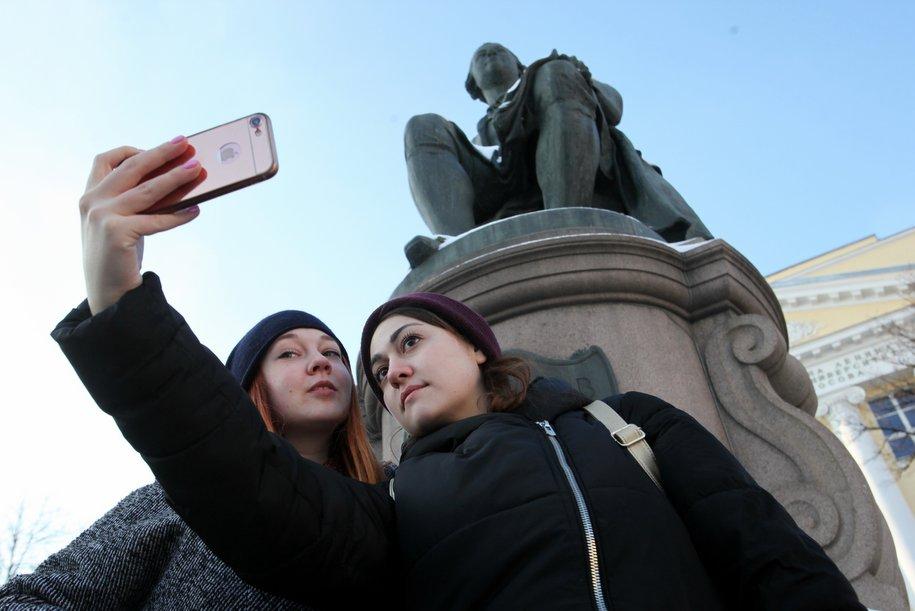 На улицах Москвы появились 3D-двойники Михаила Ломоносова