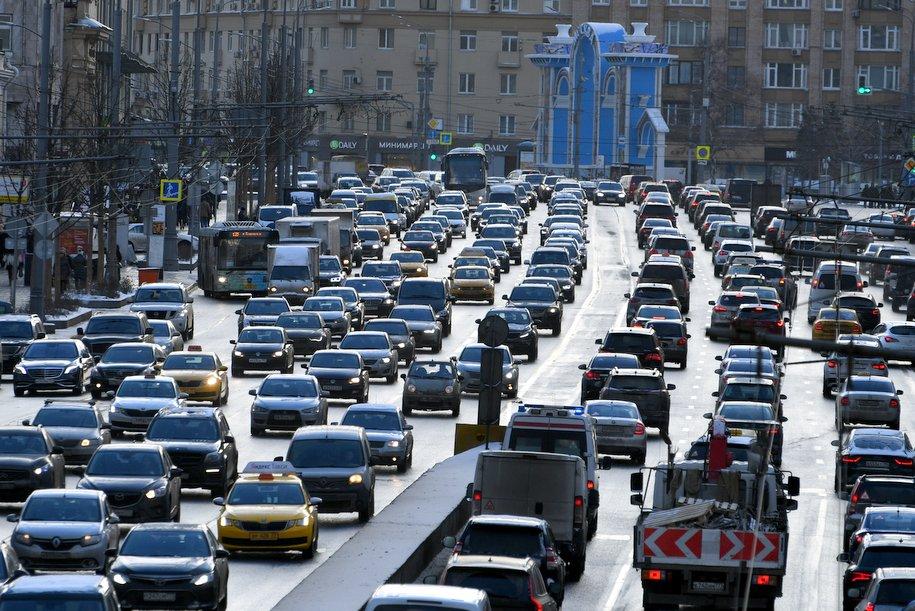 На трассах столицы появились пробки в8 баллов