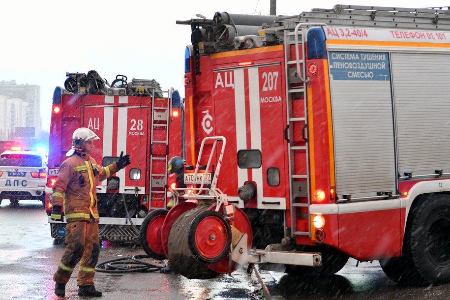 Столичные пожарные ликвидировали возгорание в квартире и спасли пять человек