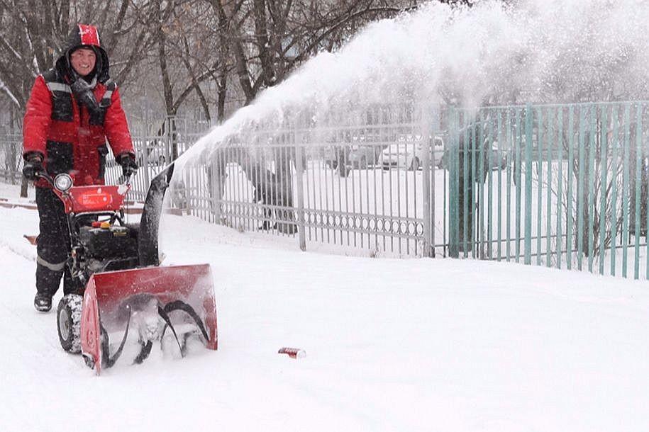УК «Орион» устраняет последствия снегопада