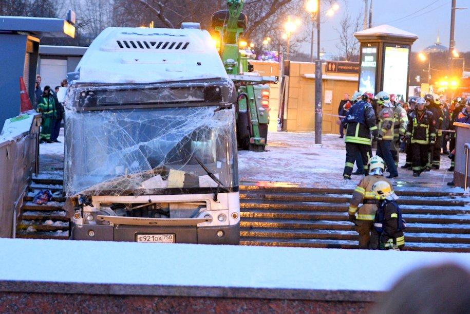 Водителя съехавшего в подземный переход на Славянском бульваре просят арестовать