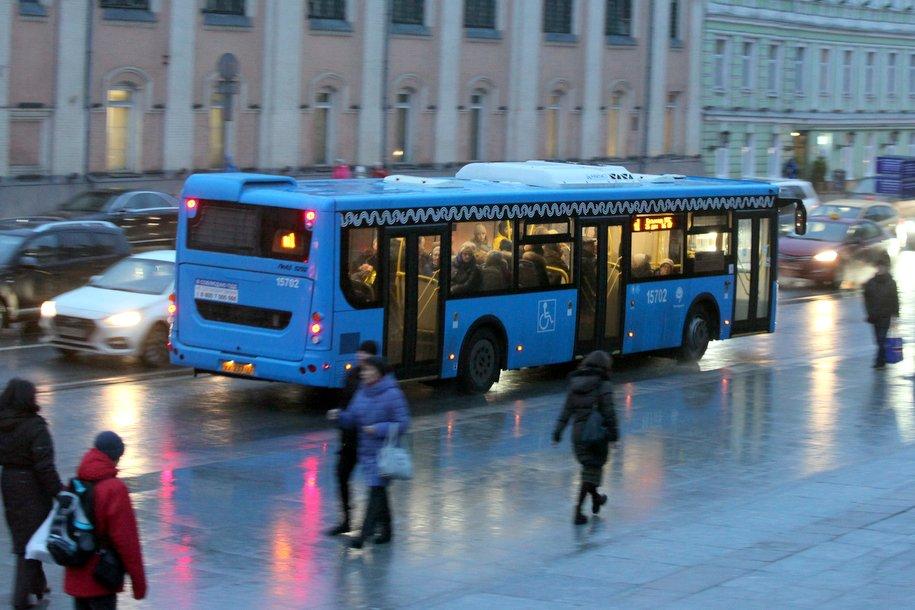 На Волгоградском проспекте загорелся автобус