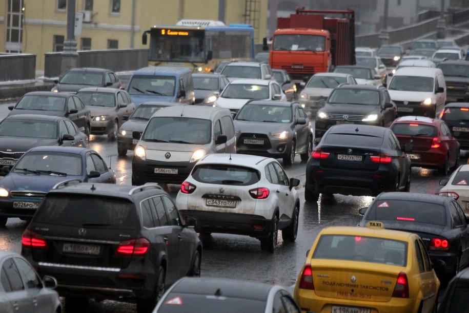 Загруженность дорог в Москве достигла 8 баллов