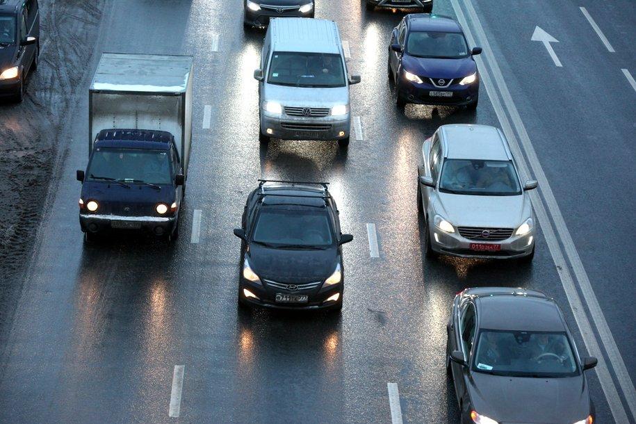 ГИБДД предупредила автомобилистов о снегопаде в Москве