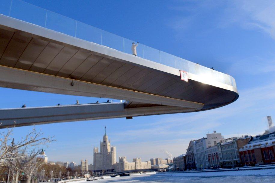 В Москве начали выпускать марки с изображением Парящего моста