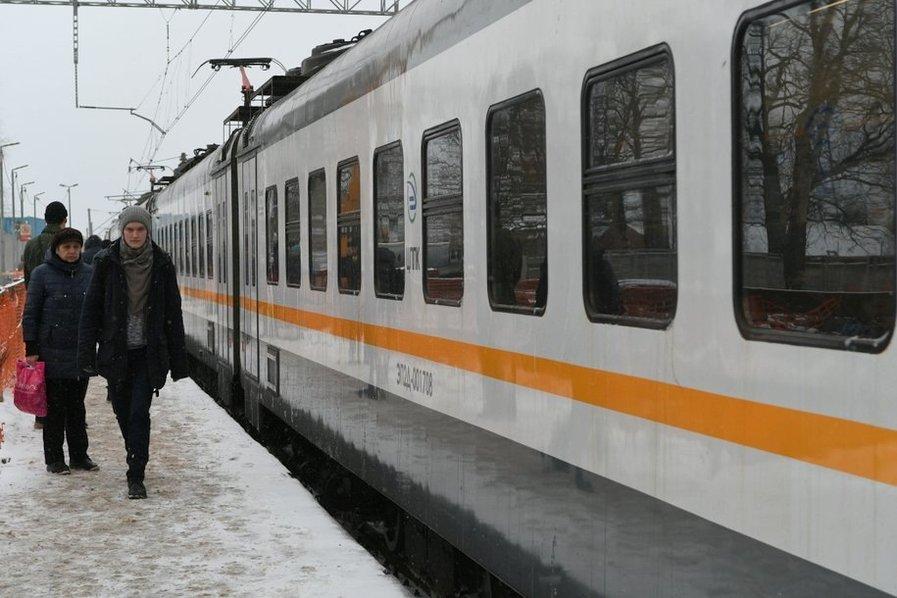 На Рижском направлении МЖД задерживается электропоезд