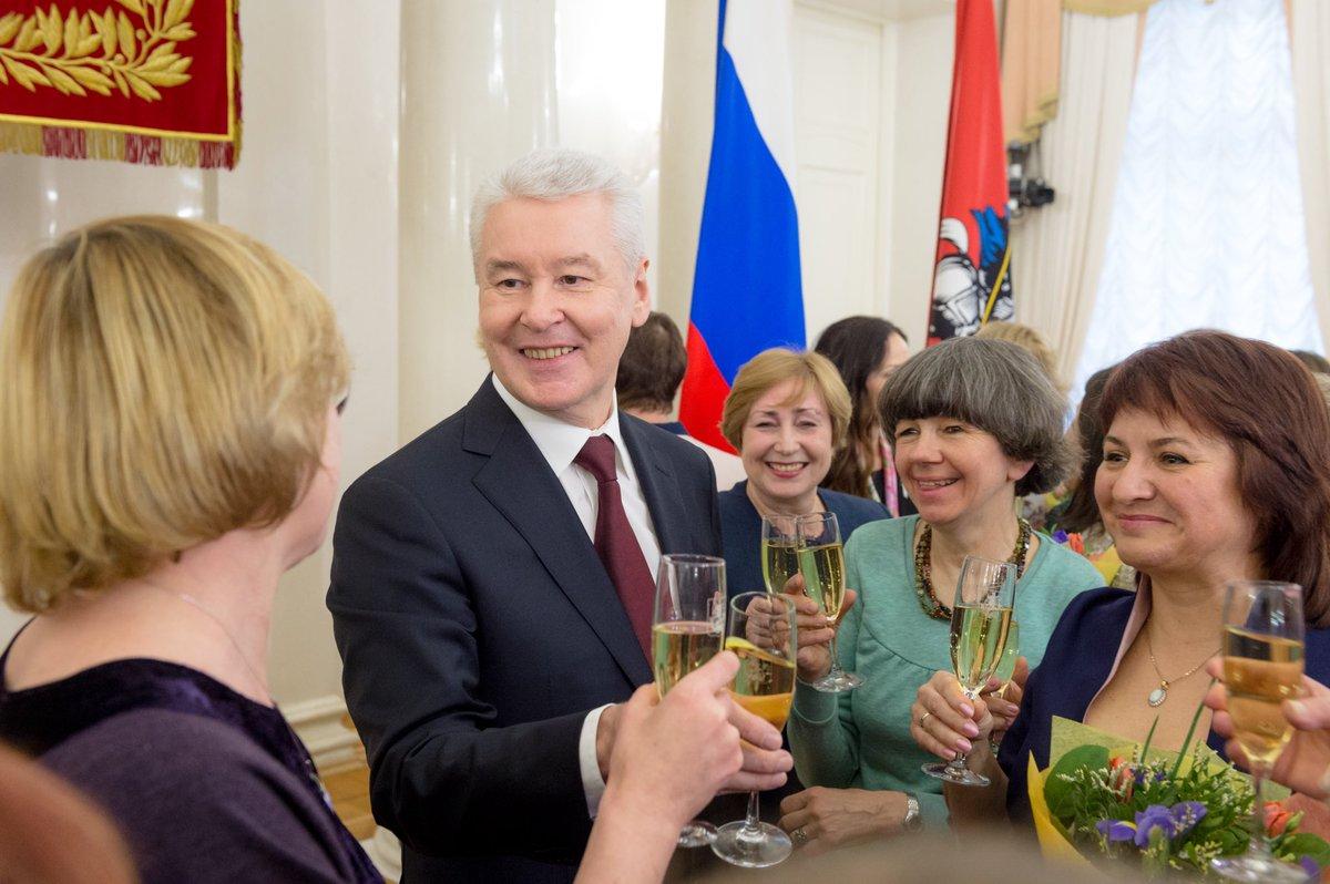 Сергей Собянин поздравил и наградил заслуженных москвичек с 8 марта