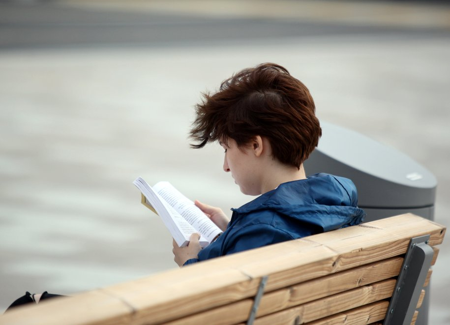 В парках Москвы появятся читальни под открытым небом