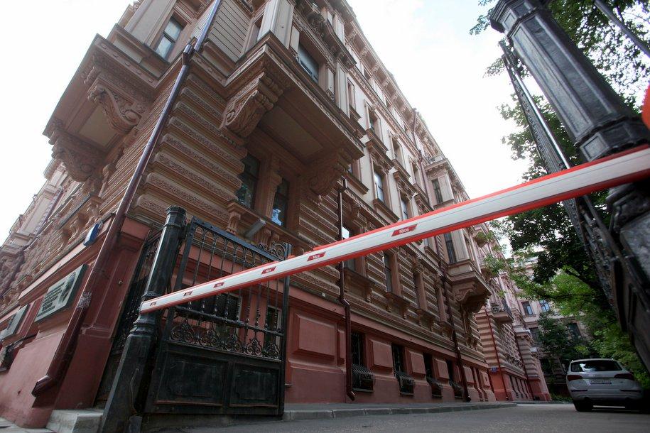 Число шлагбаумов в московских дворах выросло в 1,5 раза за 2 года