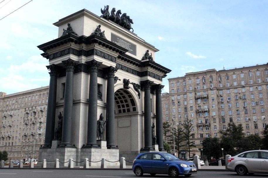 Триумфальные ворота: история знаменитого памятника Победы
