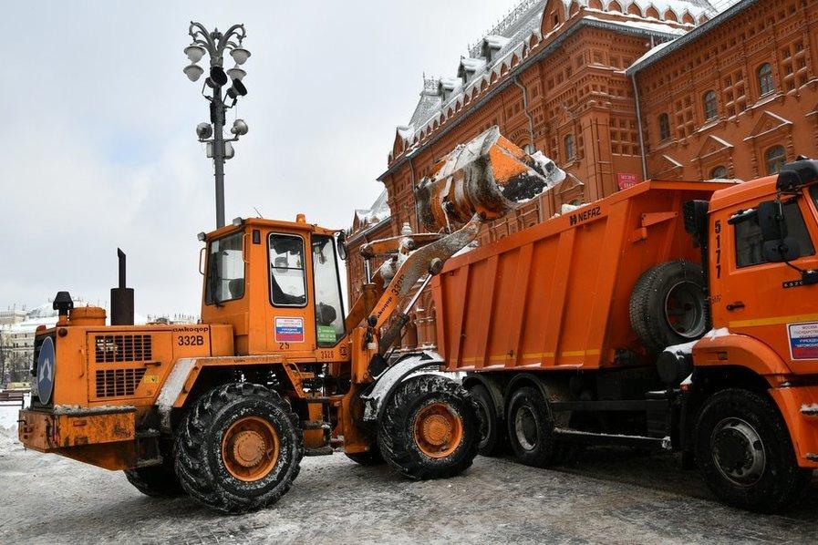 Более 12 тысяч единиц техники вышли на уборку столичных улиц