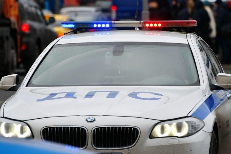 В районе метро «Коньково» рейсовый автобус попал в ДТП с автомобилем
