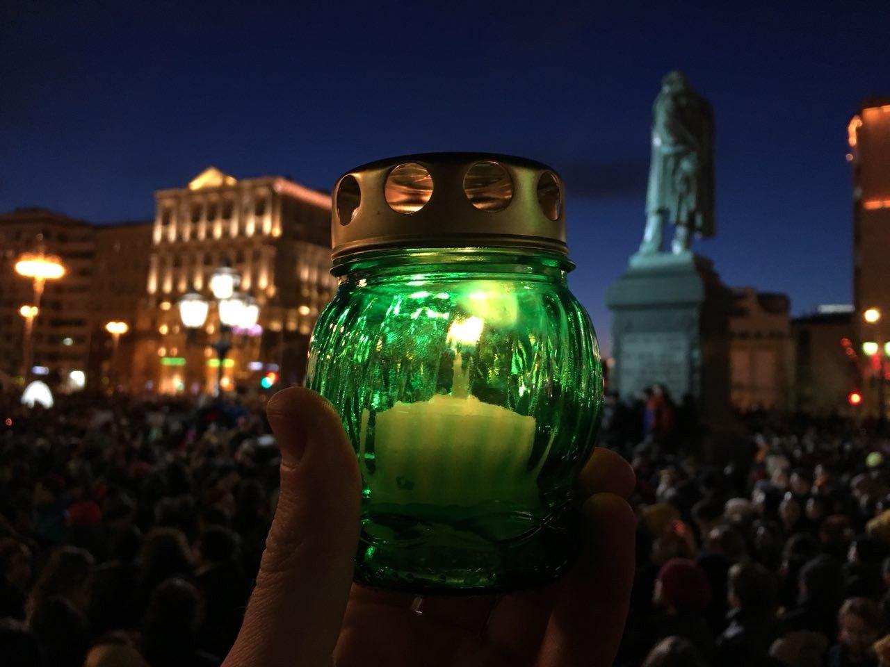 Около 7 тыс. человек собрались на Пушкинской площади в знак соболезнования семьям погибших в Кемерово