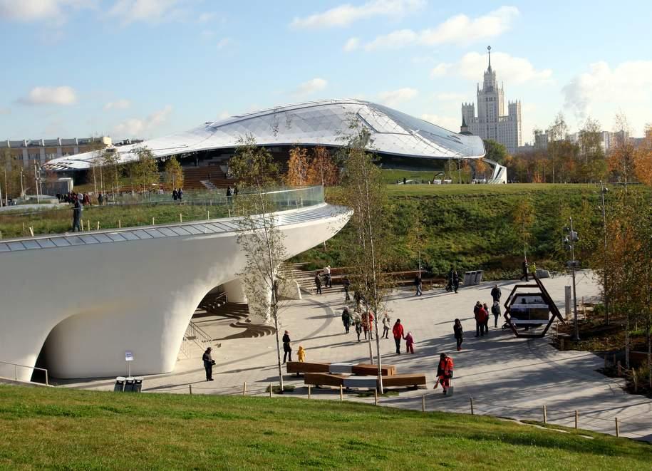 Число посетителей парка «Зарядье» увеличилось вдвое
