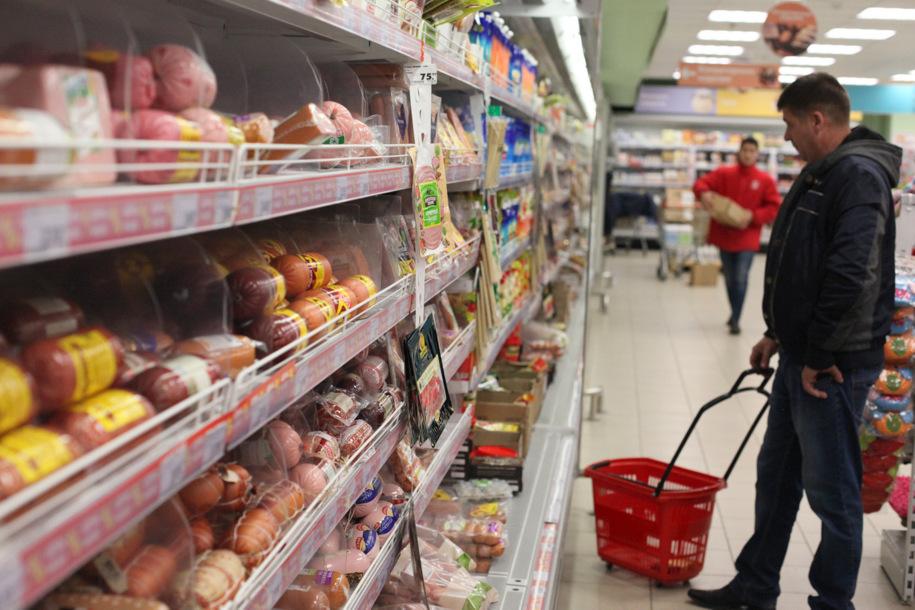 Снятие наличных через кассы продуктовых магазинов осложнит их работу