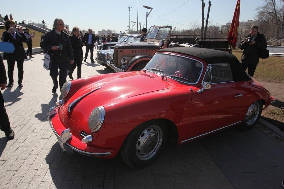 В столице прошли ретро-ралли «108 минут» и выставка ретро-машин