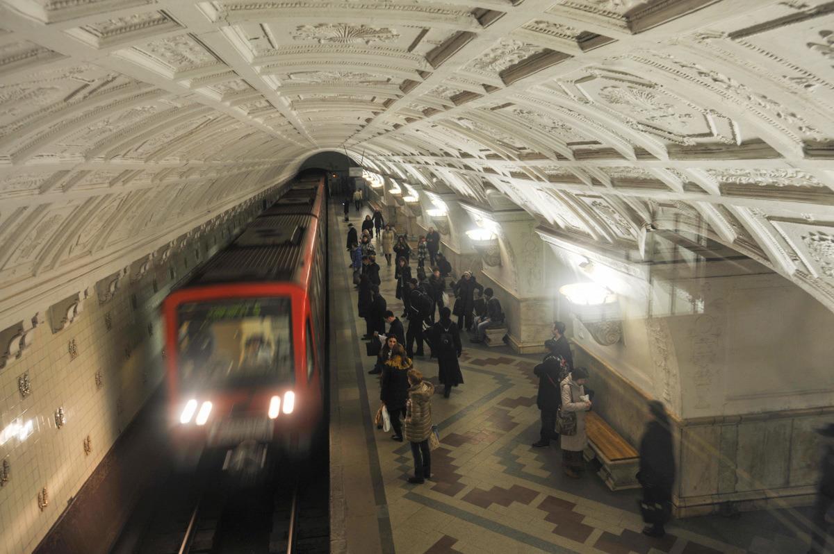 На «фиолетовой» ветке метро произошел сбой в движении поездов