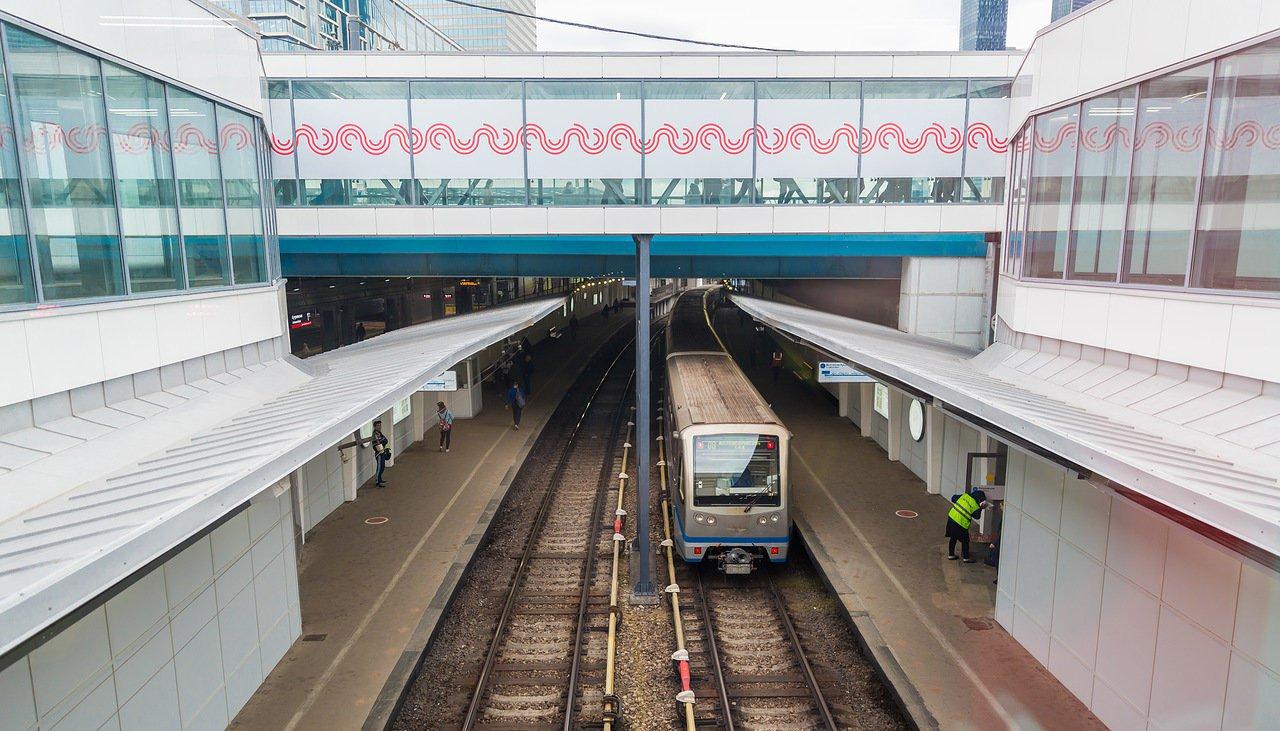 Настанции московского метро «Кутузовская» закрыли часть платформы исеверный вестибюль