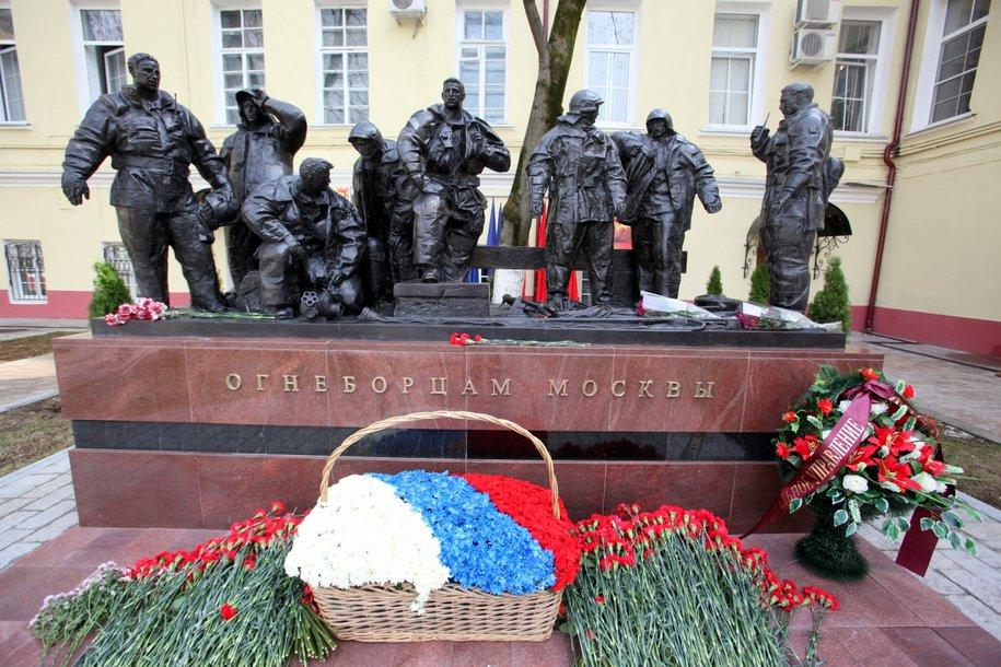 Вцентральной части Москвы открыли монумент пожарным РФ